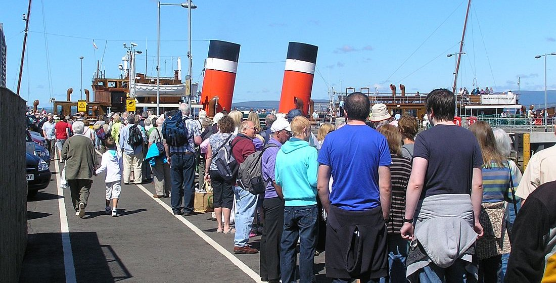 Waverley Largs Queue 2011.jpg