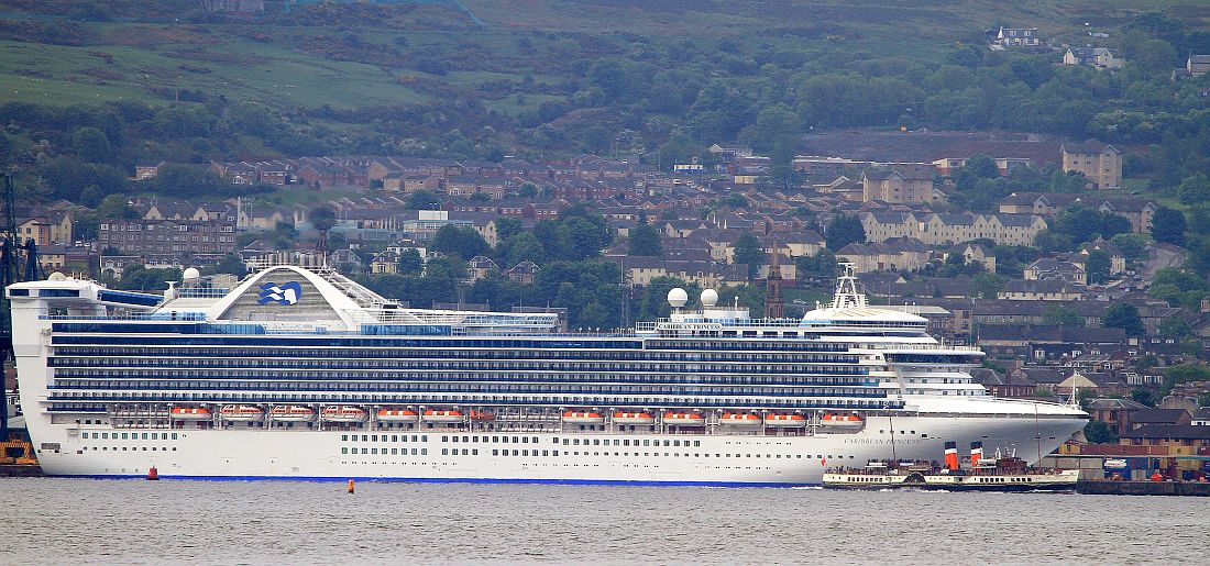 Waverley and caribbean princess Greenock 010612 KW.jpg