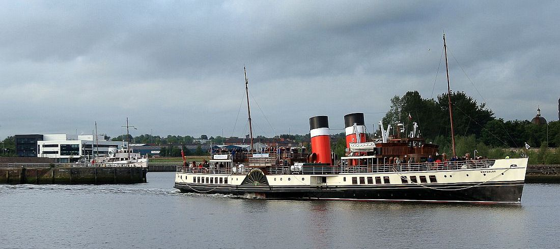 Waverley leaving Glasgow 01 06 12 KW.jpg